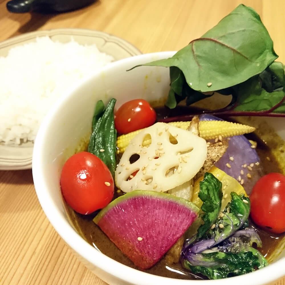 「たっぷりやさいと十勝大平牛煮込みの旨辛スープカレー」2,280円(税別)