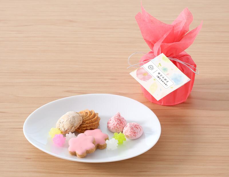 「春の小包み」<苺のふきよせ>940円(税込)