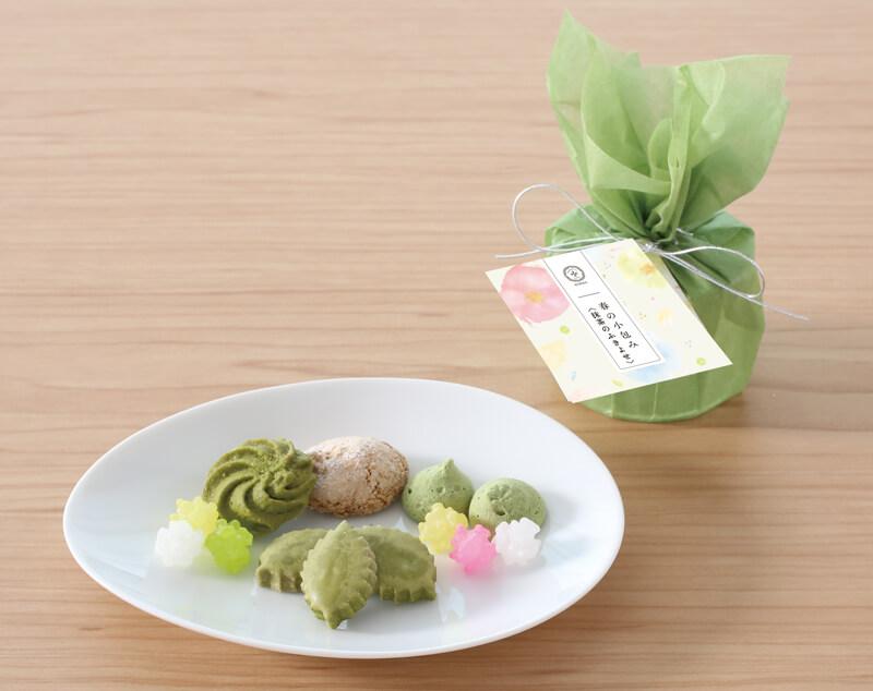 「春の小包み」<抹茶のふきよせ940円>(税込)