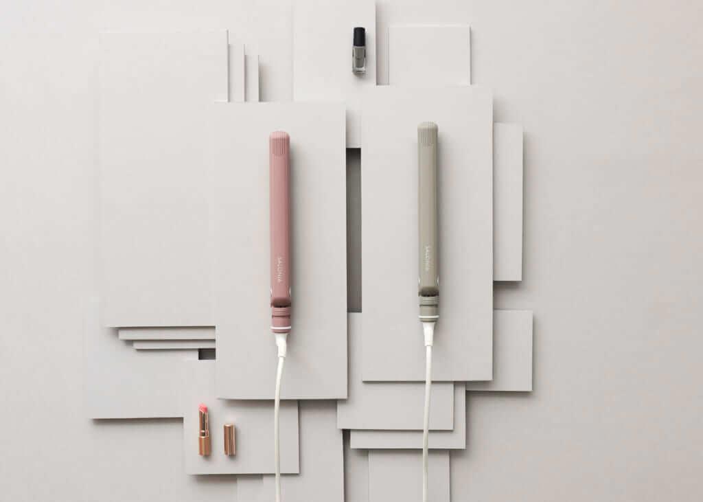 「SALONIA ストレートヘアアイロン」(左から) NUDY PINK 24㎜、NUDY GRAY  24㎜ 各¥2,980円(税別)