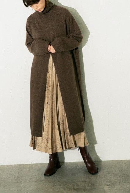 「2WAYフロントスリットワンピース」「ガラプリーツスカート」どちらも8,000円(税抜)