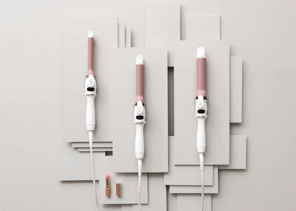 「SALONIA セラミックカール ヘアアイロン」(左から) NUDY PINK 19㎜、25㎜、32㎜ 各¥2,980円(税別)