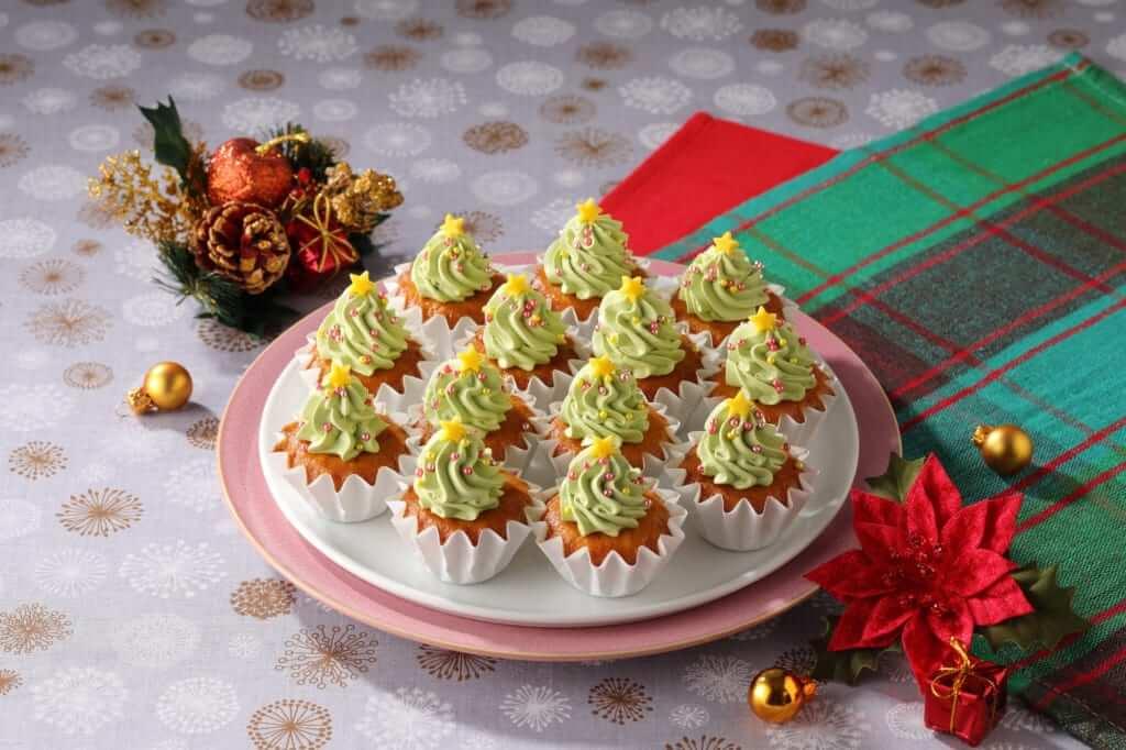 「クリスマスツリーのカップケーキ」