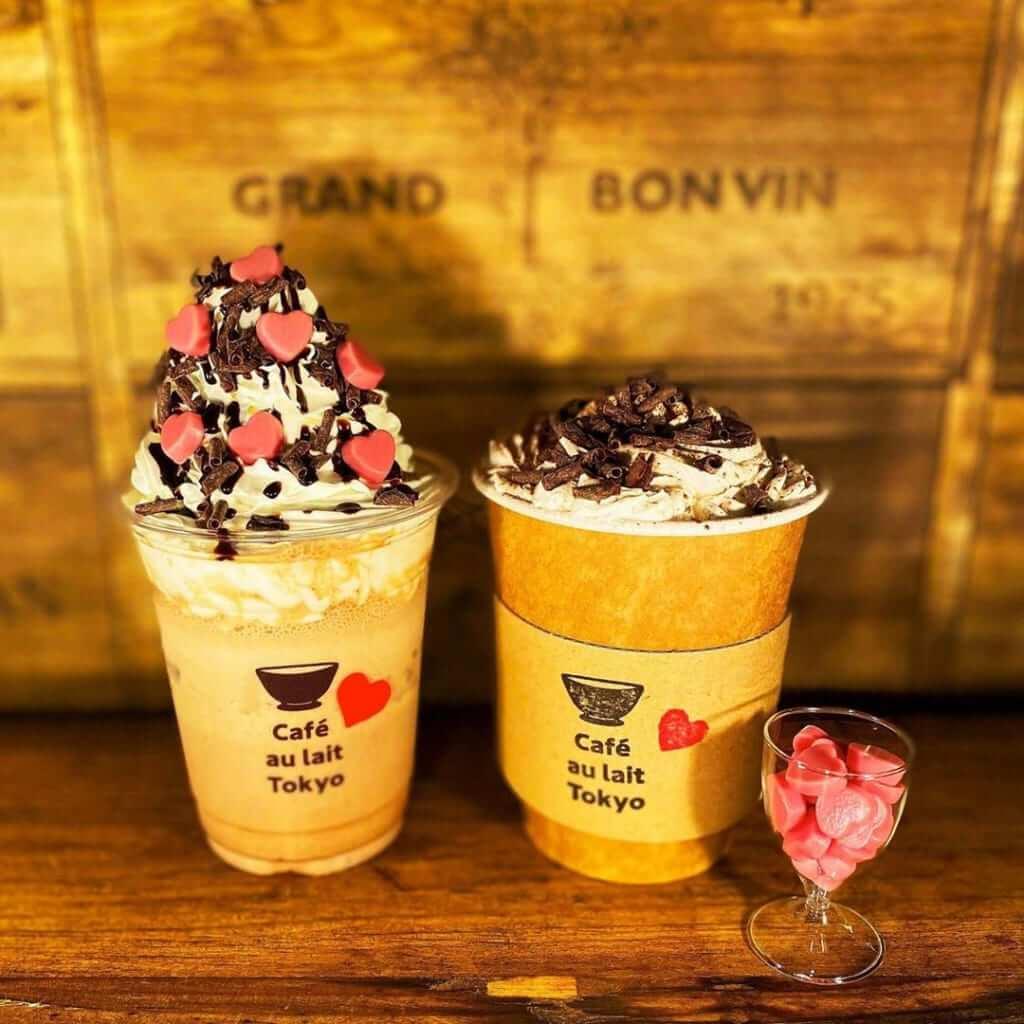 左/バレンタイン・ショコラカフェオレフラッペ ¥630(税抜き) 右/バレンタイン・ショコラカフェオレ(ホット) ¥530(税抜き)