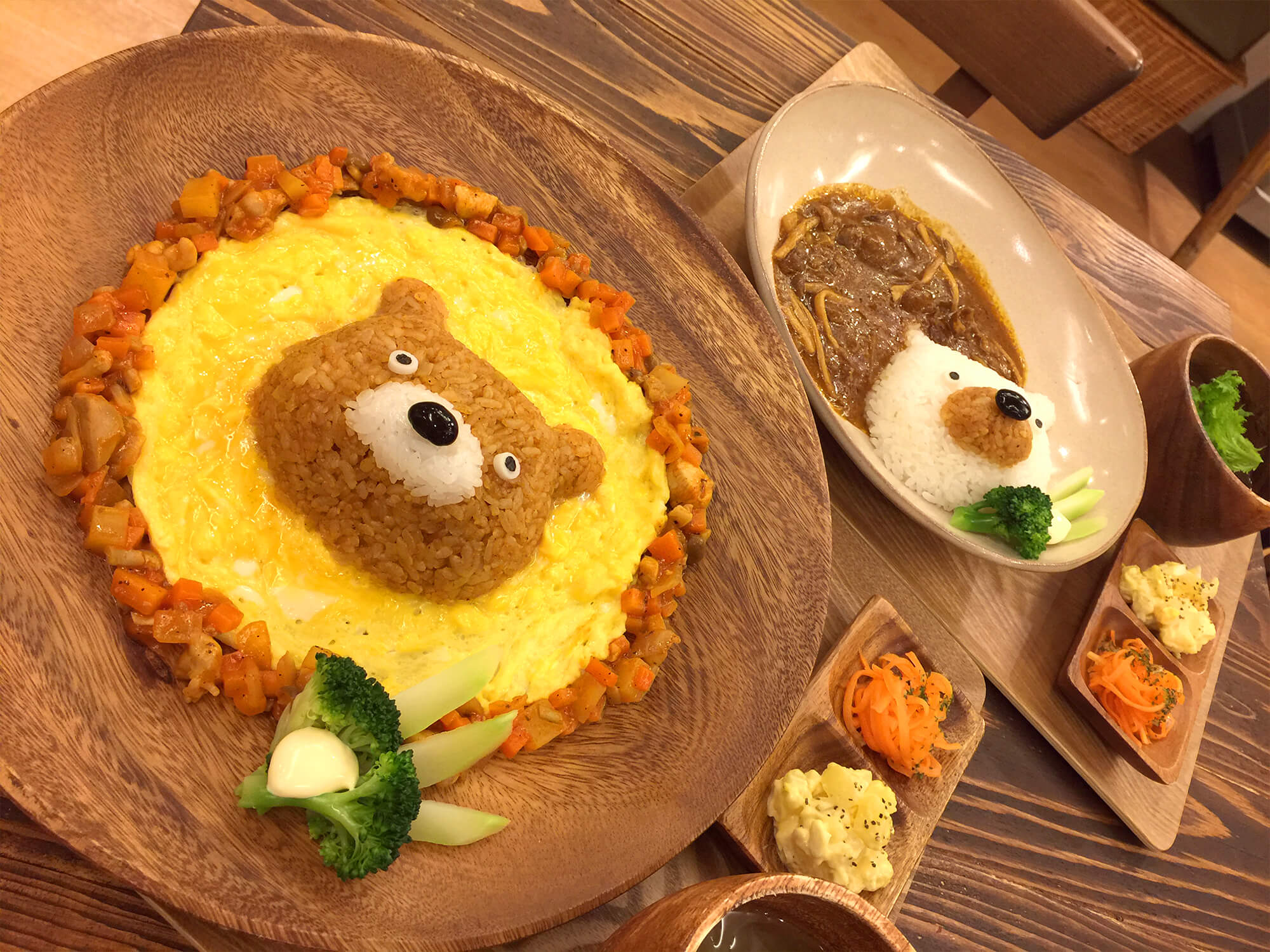 henteco(へんてこ)~森の洋菓子店左から:くまライスと白くまビーフストロガノフ/¥1200円(税抜き)
