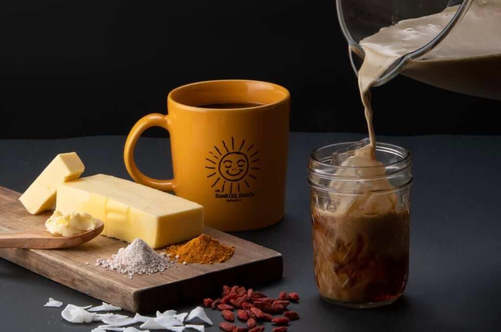「The Sunrise Shack(サンライズ シャック)」のココナッツバターコーヒー