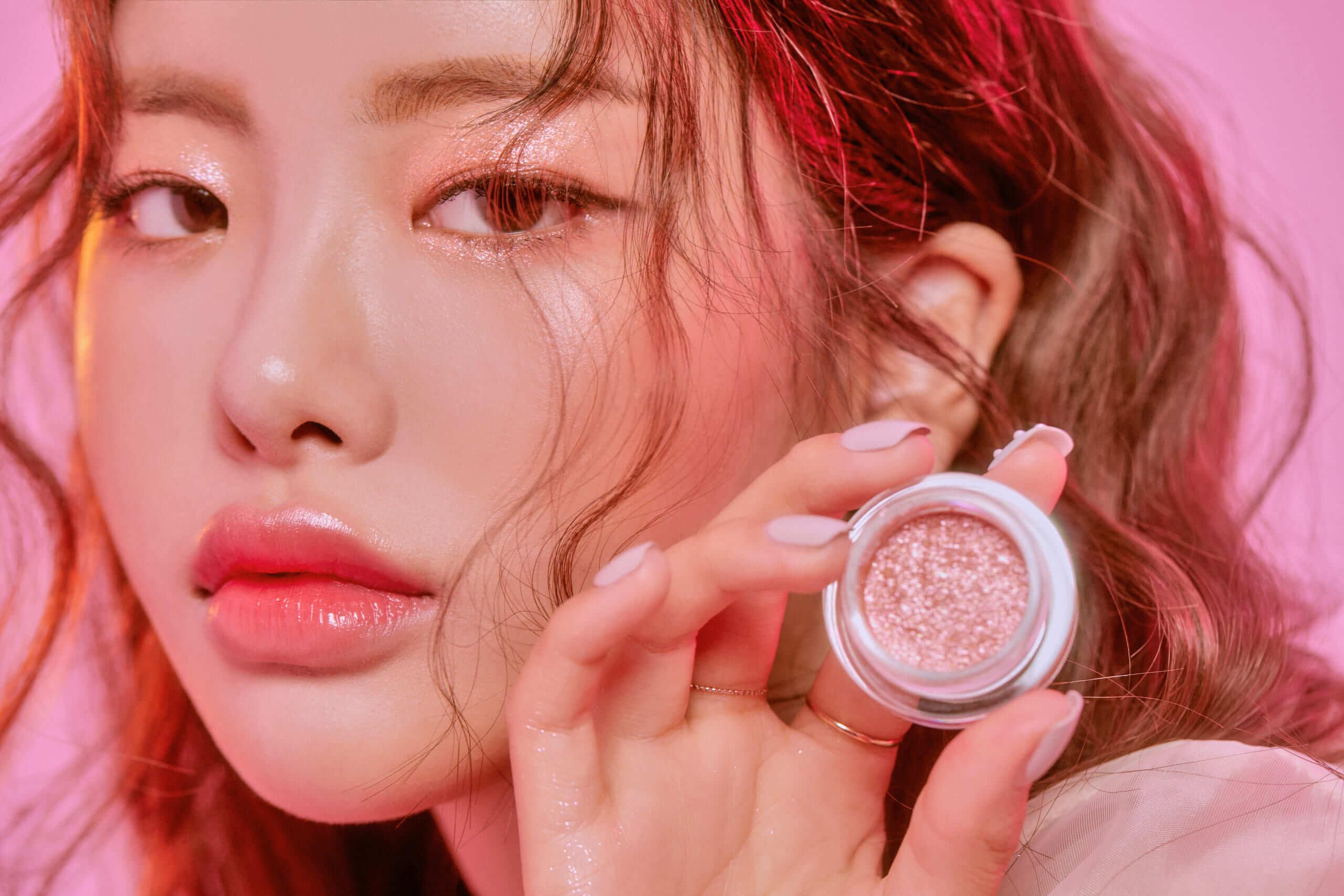 韓国コスメ「lilybyred(リリーバイレッド)」のグリッターゾーンFOGイメージモデルカット