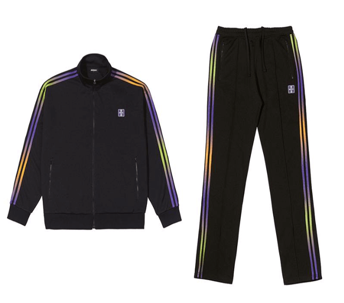 左からGradation Track Top Black/¥11,770(税込み)、Gradation Track Pants Black/¥10,450(税込み)