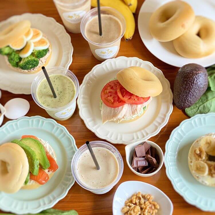 twinkle twinkle -BANANA&CAFE-のベーグルとバナナスムージー集合写真