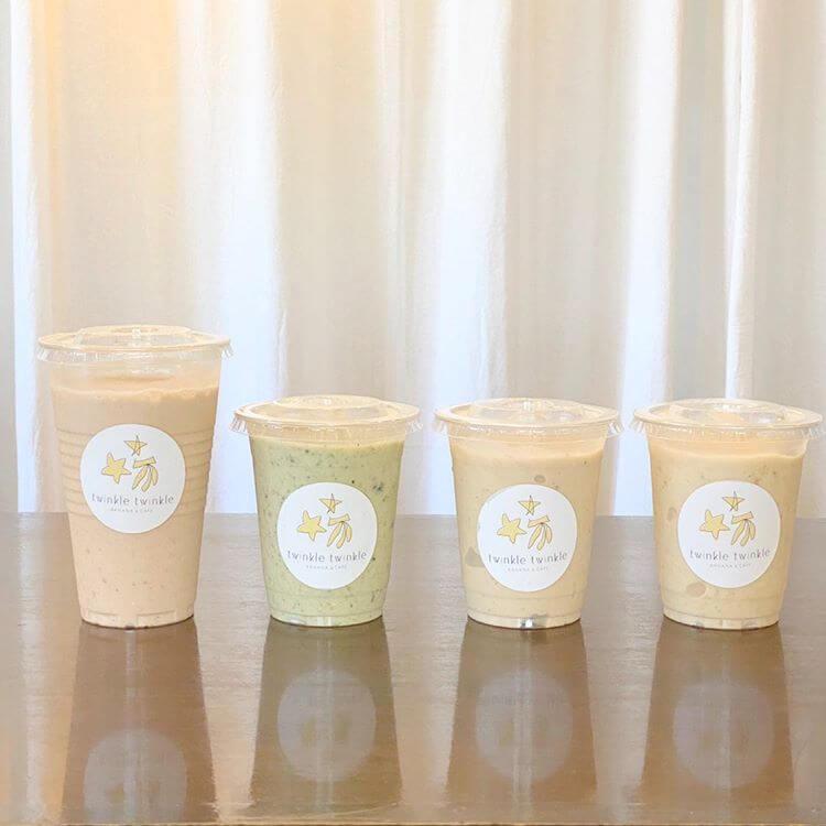 twinkle twinkle -BANANA&CAFE-のチョコ+プロテイン/¥600、グリーン¥600、豆乳/¥550、バナナ/¥500(すべて税抜き)