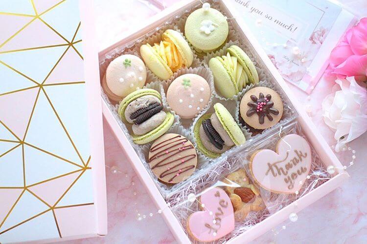 Kitty Sweetsのトゥンカロン9個+アイシングクッキー3枚/¥5,000(税込み)