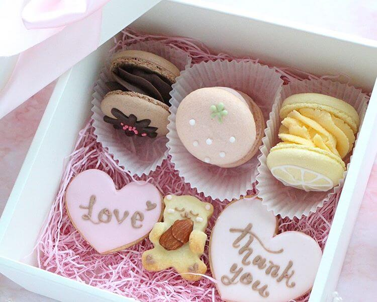 Kitty Sweetsのギフトセット トゥンカロン3個+アイシングクッキー3枚/¥2,500(税込み)