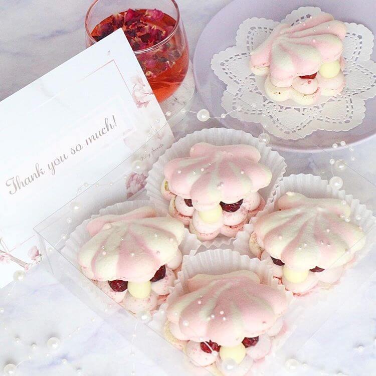 Kitty Sweetsの貝殻トゥンカロン1つ/¥800、4つ入りBOX/¥3,200(ともに税込み)
