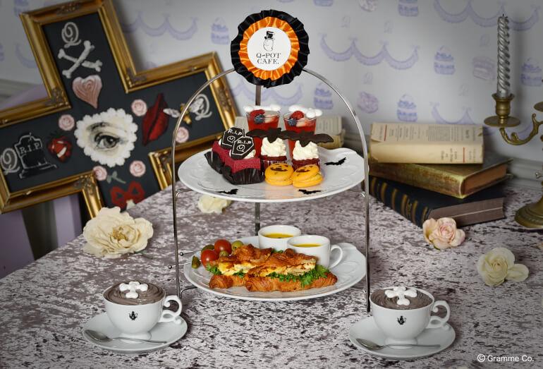 Q-pot CAFE.(キューポットカフェ)」の2020年ハロウィン限定メニューHappy Halloweenアフタヌーンティーセット 1名様/¥2,400(税込み)※ご注文は2名様より、写真は2名様分