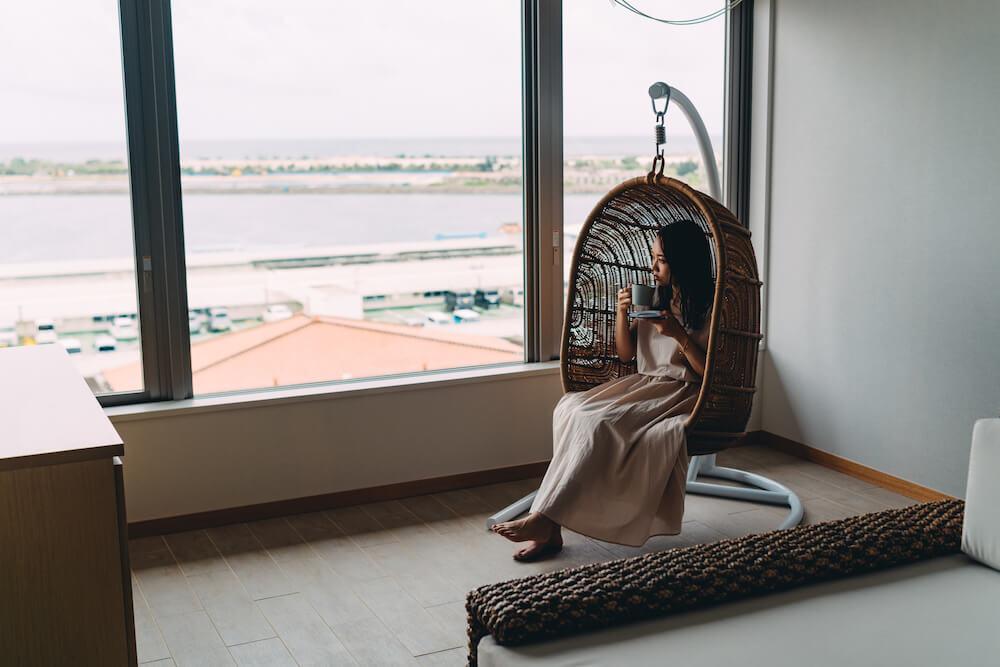 THIRD石垣島のスイートルームの窓際
