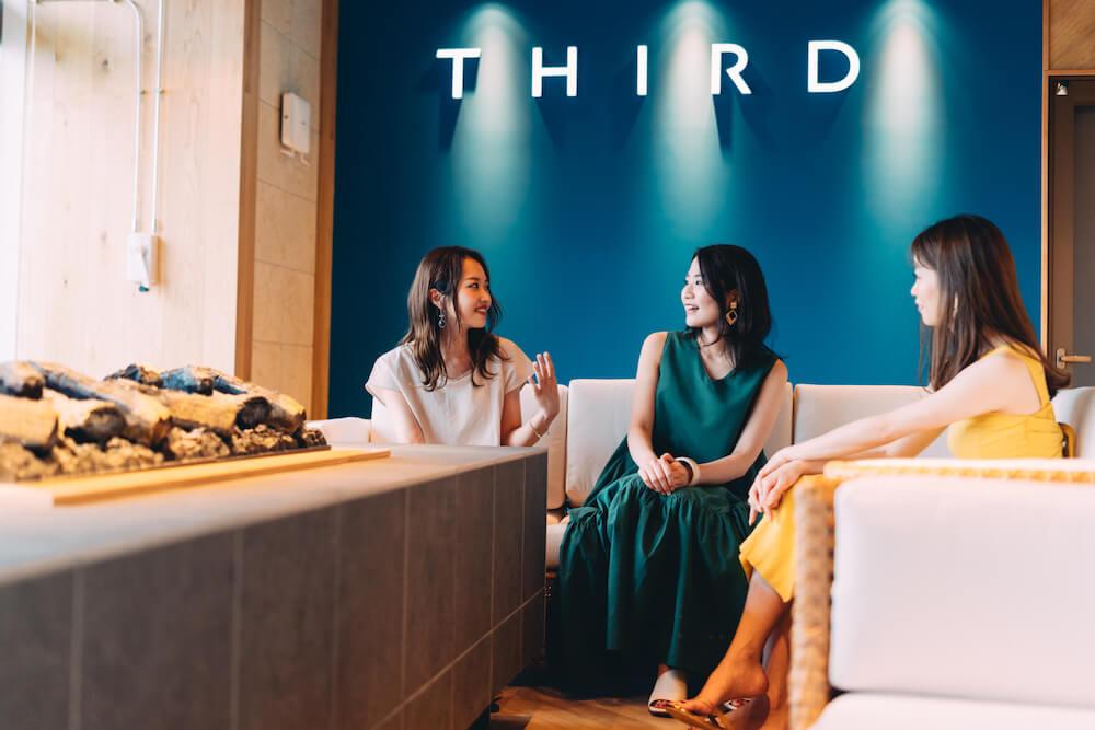 THIRD石垣島のカフェのソファ席
