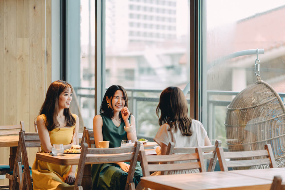 THIRD石垣島のカフェのテーブル席