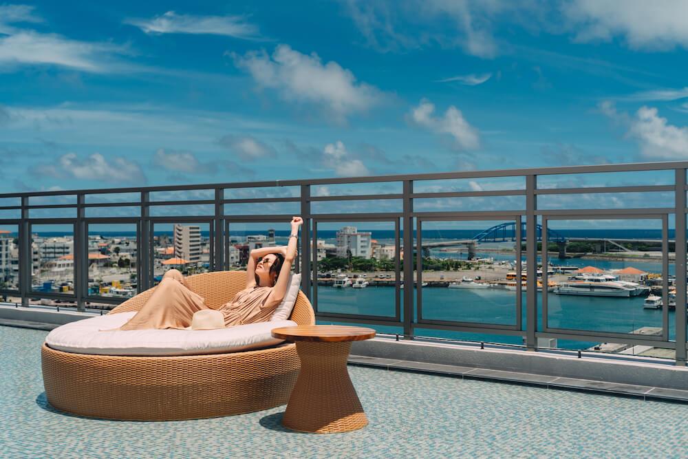 THIRD石垣島のツインルームのルーフトップのベッド