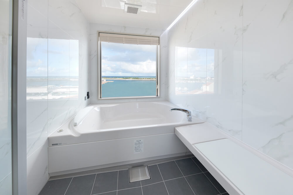 THIRD石垣島のスイートルームのバスルーム