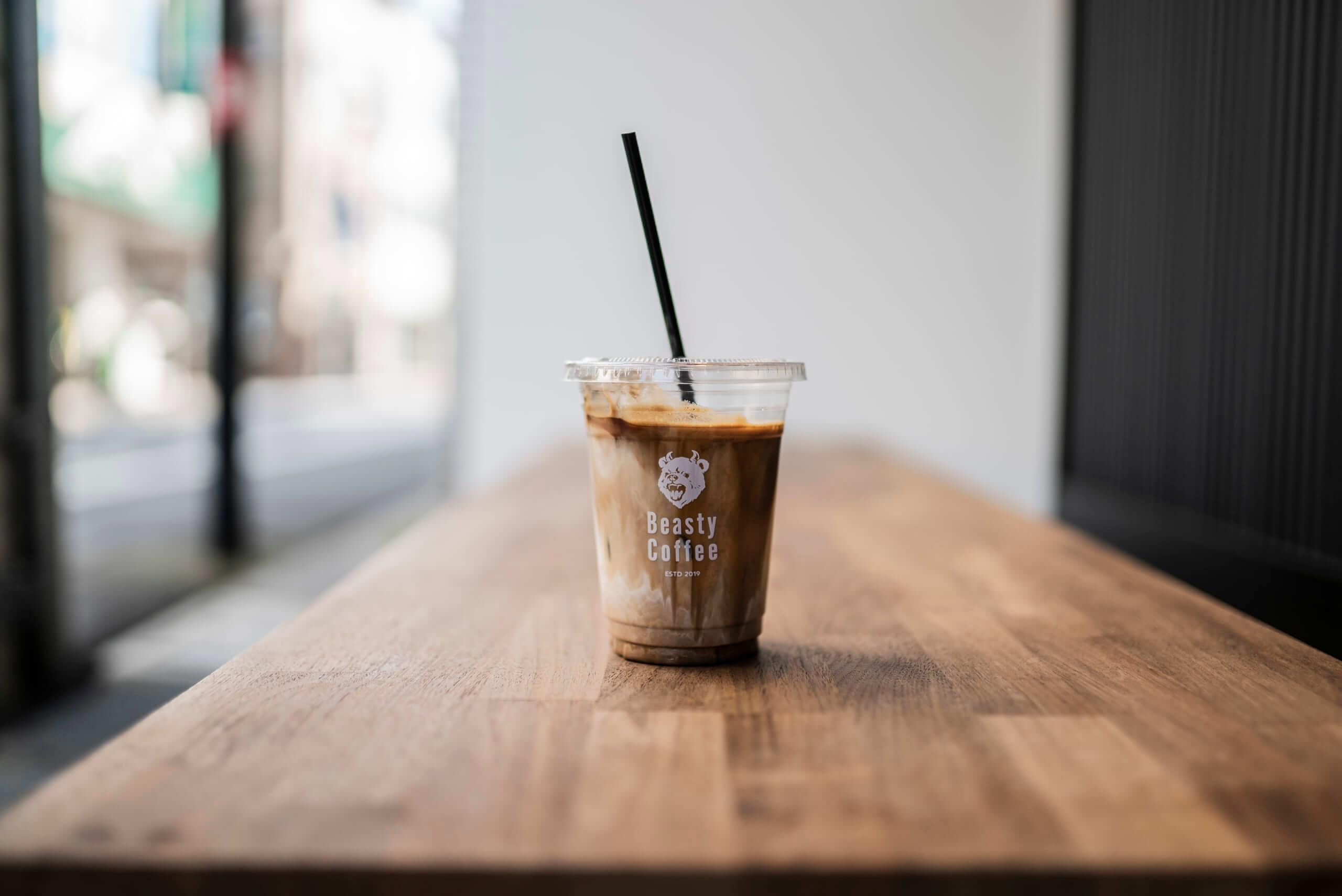 Beasty Coffee [cafe laboratory](ビースティーコーヒー カフェラボラトリー)のラテ/¥550(税込み)