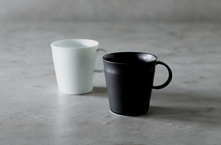 Beasty Coffee by amadanaのマグ グロスホワイト、マットブラック/¥2,640(ともに税込み)