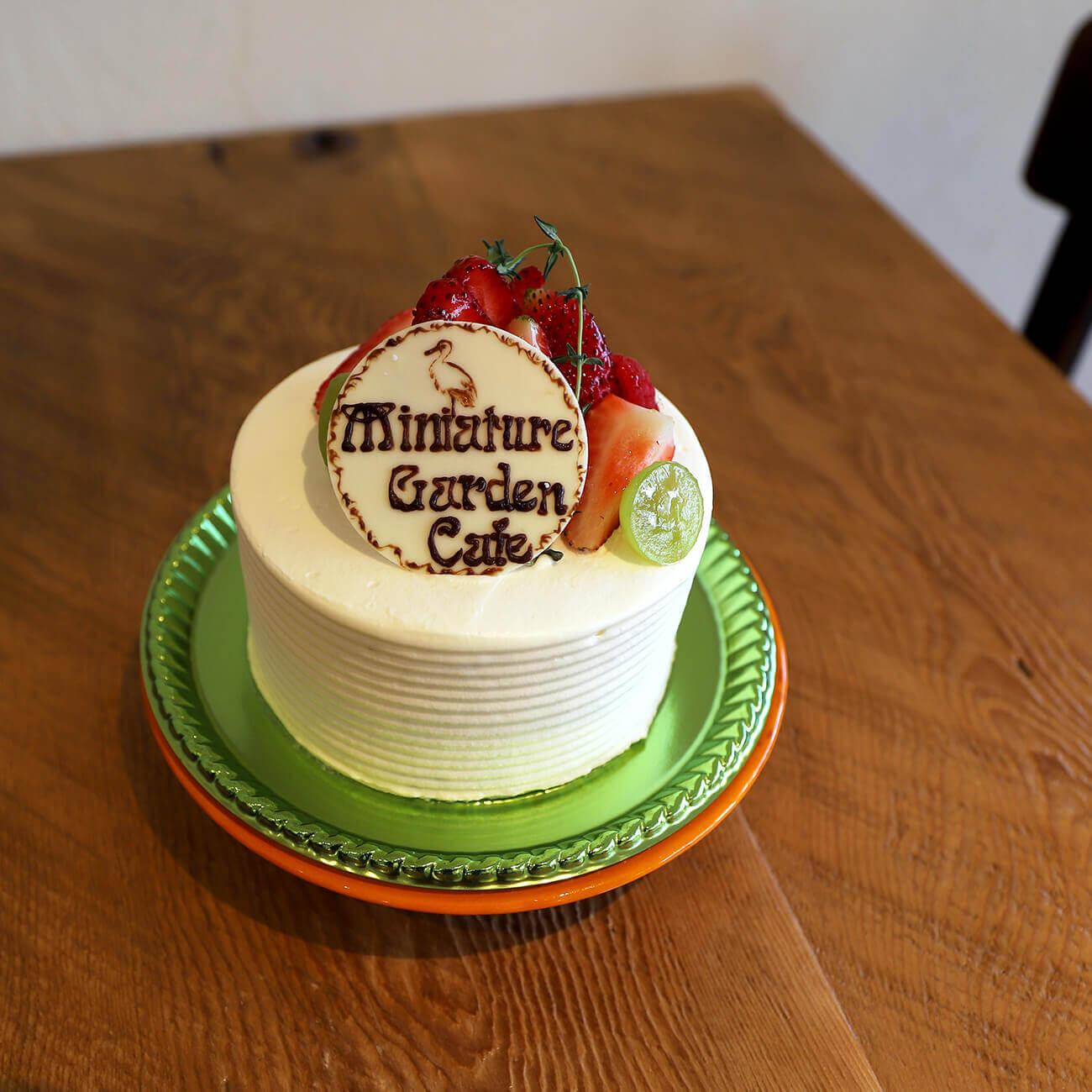 デコレーションケーキ 4号サイズ/¥2,400、5号サイズ/¥3,000(すべて税抜き)
