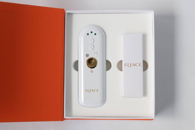 家庭用美顔器「ELFACE(エルフェイス)」のボックスを開封した画像