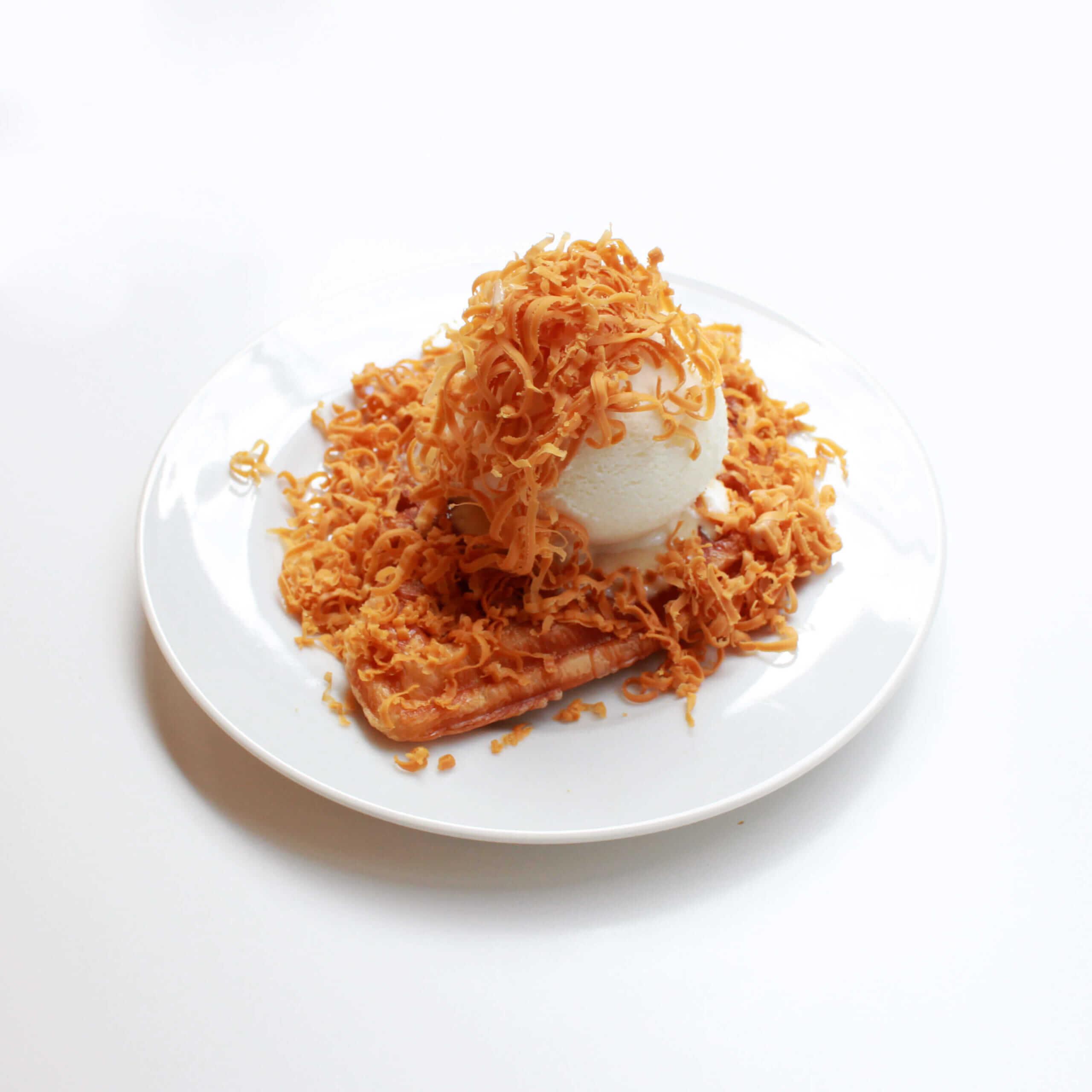 BIG BABY ICE CREAM(ビッグベイビーアイスクリーム)のチーズクロッフル/¥750円(税込)