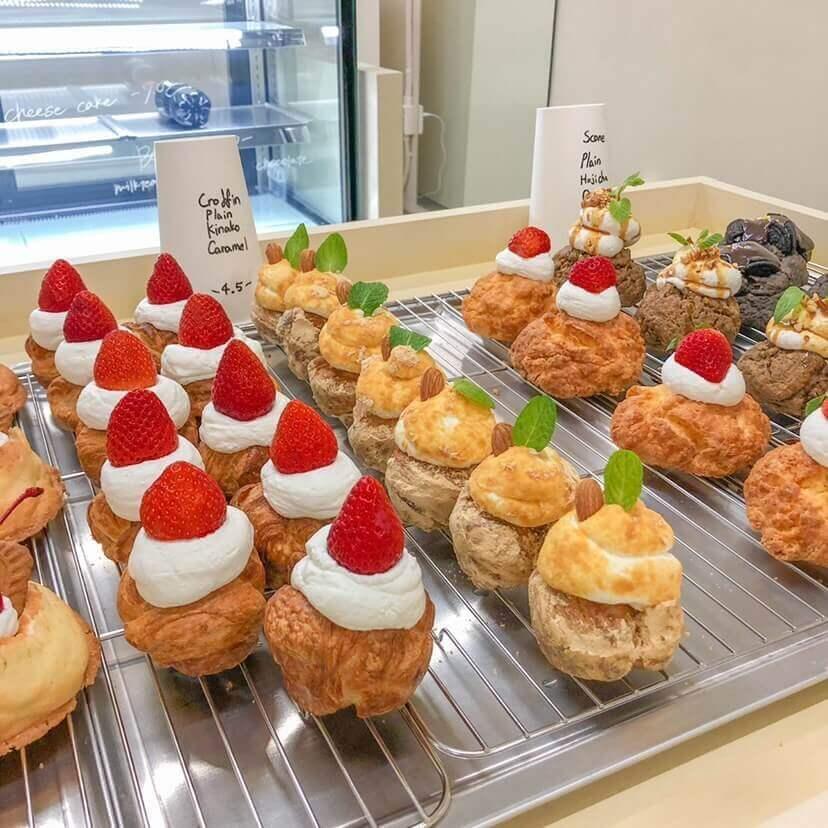 Cafe Dodam(カフェドダム)の スコーン、ダックワーズ/¥550、クッキー/¥500(ともに税込み)
