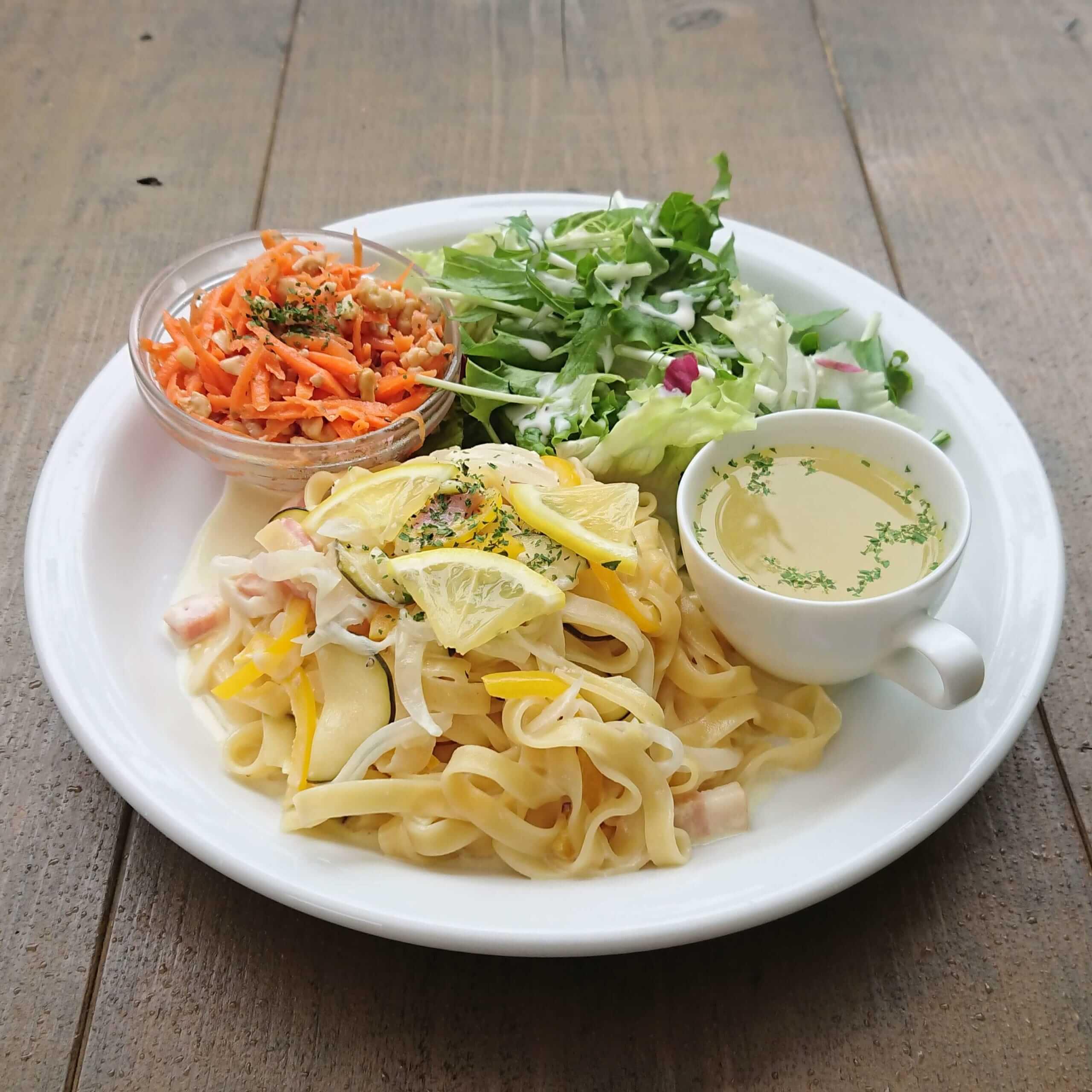 Les Grands Arbres(レ・グラン・ザルブル)の夏野菜とベーコンのレモンクリームソースパスタ