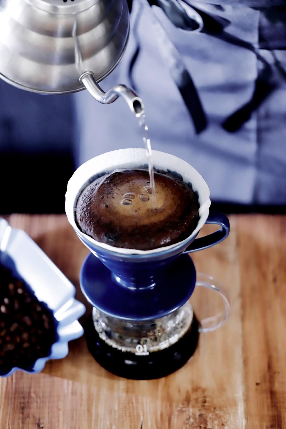 Scrop COFFEE ROASTERS(スクロップ コーヒー ロースターズ )のハンドドリップの様子