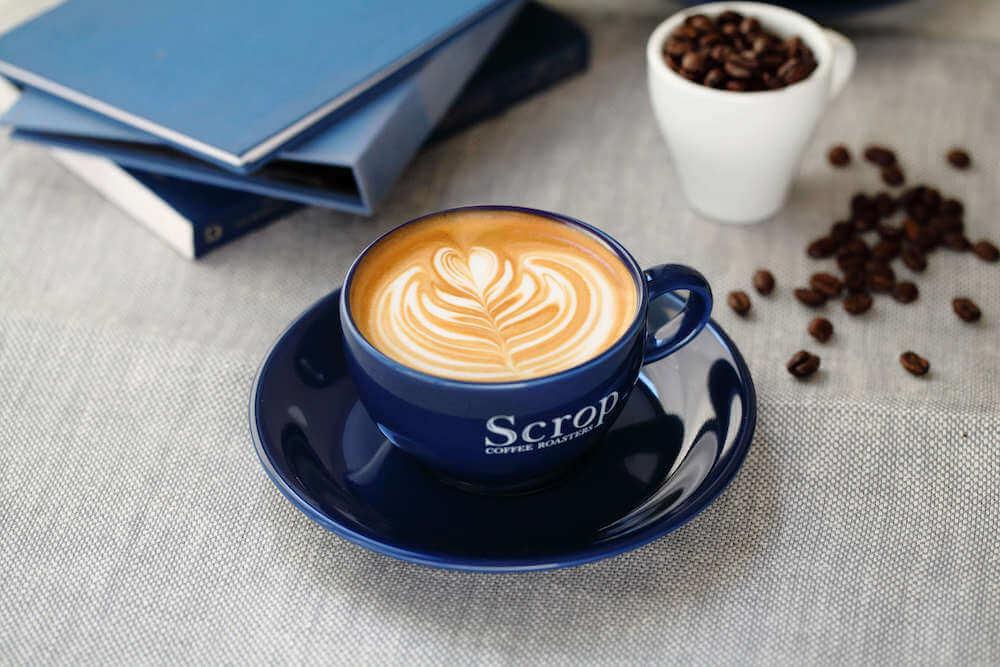 Scrop COFFEE ROASTERS(スクロップ コーヒー ロースターズ )のカフェラテ/¥495(税込み)