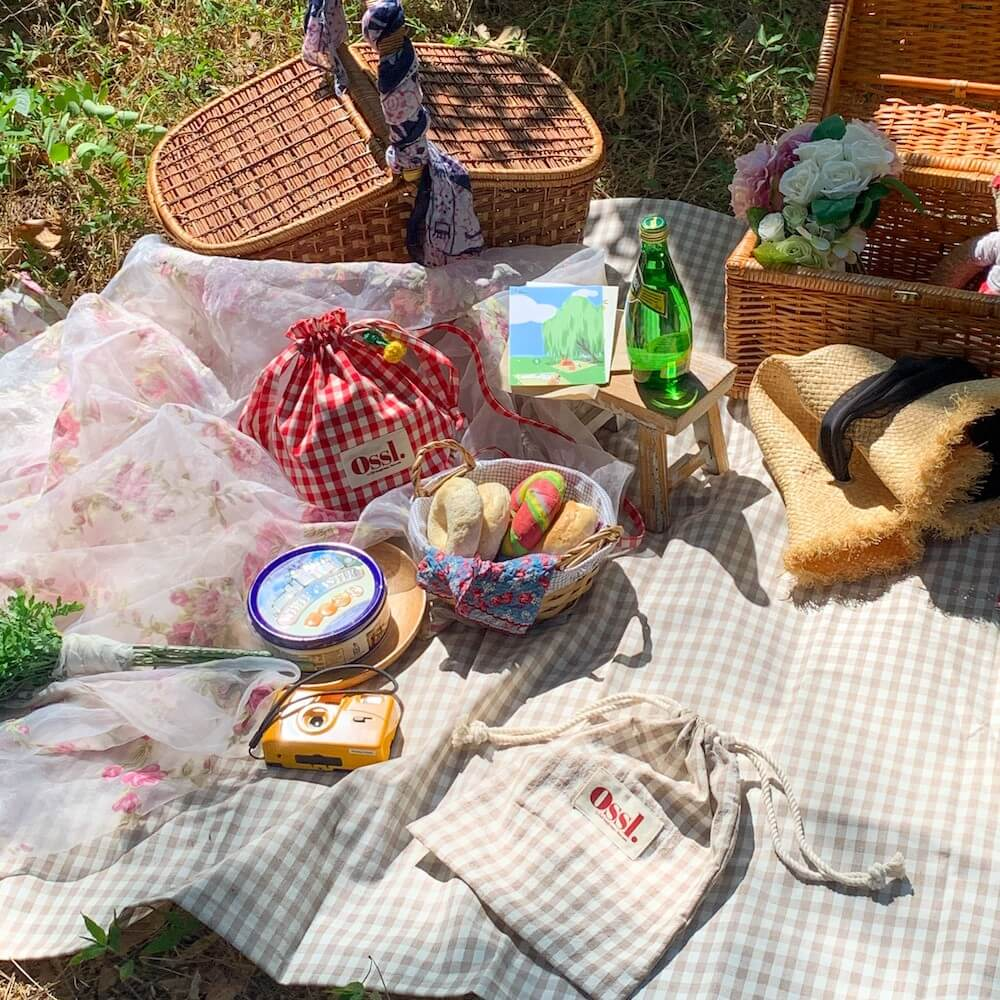 「moim(モイム)」の【Ossl.】巾着ポーチ付き ピクニックマット 全5色/¥5,280(税込み)