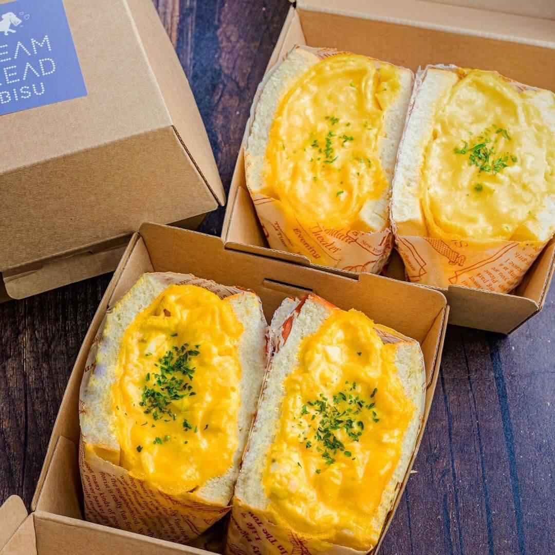 STEAM BREAD EBISU(スチームブレッド恵比寿)の毎日食べたい大満足チーズオムレツパン/¥750(税込み)