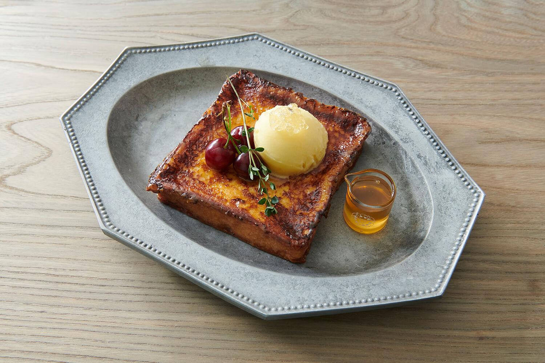 「プルミエメ(PREMIER MAI)」季節のおやつフレンチトースト/¥1,500(税込み)