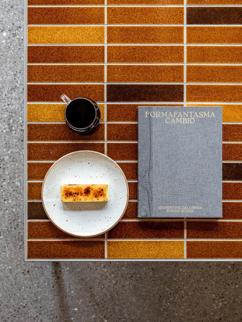 ブルーボトルコーヒー 渋谷カフェのブリック チーズケーキの元になった赤茶色のタイル