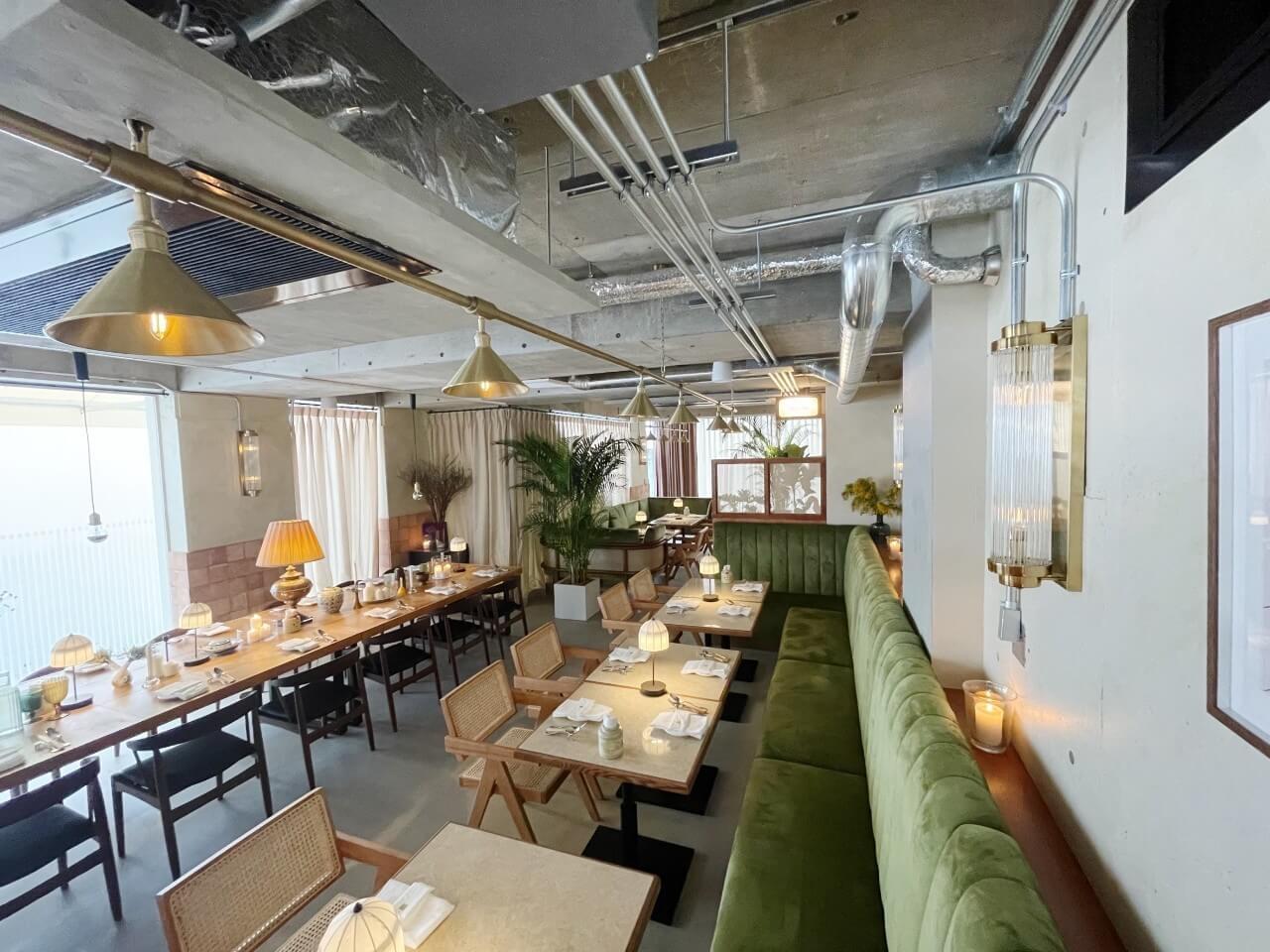 cafe terrace & bistro Queencyの内観