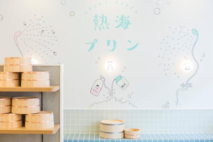 熱海プリンカフェ2ndの店内の壁