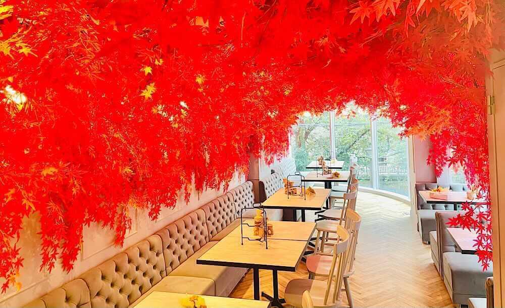 中目黒「HAUTE COUTURE・CAFE produced by Ginger Garden(オートクチュールカフェ プロデュースド バイ ジンジャーガーデン)」の店内