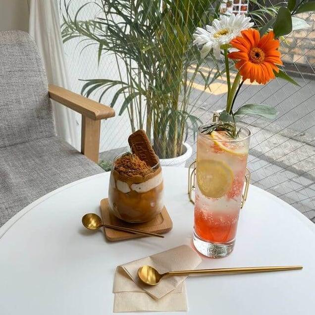 【新大久保】の韓国カフェ「CAFE Neul(カフェヌル)」のレモングレープフルーツエイド/¥680(税込み)